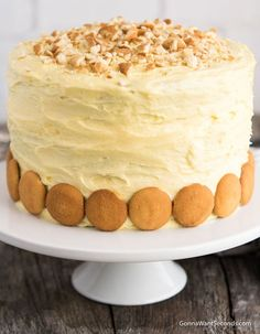 Homemade Banana Pudding Cake - - Homemade Banana Pudding Cake Delish Dessert Recipes *NEW* Our Banana Pudding Cake is an incredibly moist three-layer dream cake with a cream cheese pudding filling, lots of bananas, and a luscious frosting. Pudding Frosting, Banana Pudding Cake, Homemade Banana Pudding, Banana Cake Recipes, Banana Cream Pie Cake, Banana Pudding Cream Cheese, Banana Layer Cake Recipe, Banana Cheesecake, Homemade Cake Recipes