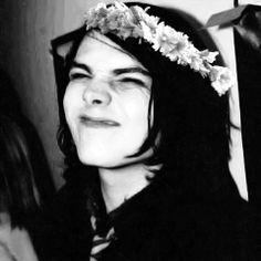 Justo y necesario que por ser un día tan especial, acepte al vocalista de la banda que no me va mucho. A que se ve bonito en tu tablero. La cara rara y extrañamente bonita de Gerard es sólo por tu cumpleaños. ¿Te gusta? Estoy segura de que sonríes como tonta, y eso es bueno para mi. En tu cara, Way.
