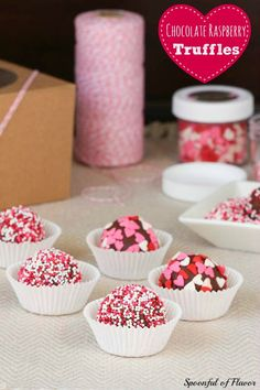Chocolate Raspberry Truffles - incredibly fun and easy chocolate truffles! Perfect for Valentine's Day! #Valentinesday