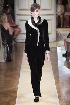 66e7cb52438 Armani Privé Fall 2018 Couture Fashion Show Collection  See the complete  Armani Privé Fall 2018