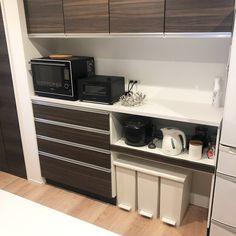 """@shizuku.home on Instagram: """"kitchenゴミ箱🚮 . . 我が家のキッチンはタカラスタンダード オフェリアです カップボードも同じく❤︎ . . ゴミ箱位置はシンクの真後ろで 使い勝手、良いです✨ . . #keyuka の1番大きいサイズが ジャストフィット過ぎて😍…"""" Shizuku, Kitchen Cabinets, Instagram, Home Decor, Decoration Home, Room Decor, Cabinets, Home Interior Design, Dressers"""