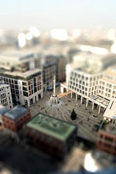 Tilt shift effect - London by Lorenzo Baldini, via Flickr