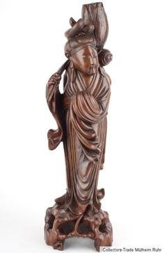 China 20. Jh. Holzfigur A Fine Chinese Hardwood Figure of the Immortal He Xiangu