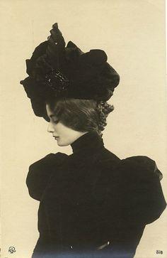 Cléo de Mérode, French dancer of the Belle époque.  Beautiful woman & clothing.