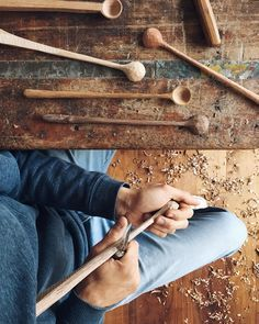 """""""I'm making some long stems today. These are probably my favourite styles to carve, and finished form wise. This morning I showed a picture of the stage…"""" Wooden Projects, Wooden Crafts, Whittling Wood, Carved Spoons, Green Woodworking, Got Wood, Wood Spoon, Wooden Kitchen, Wooden Bowls"""