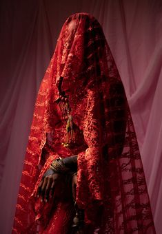Nigerian photographer Lakin Ogunbanwo creates stylish and vibrant portraits of the country's different bridal traditions and ceremonies. Nigerian Bride, Nigerian Weddings, African Weddings, Hausa Fulani, Igbo Bride, Bridal Traditions, Art Africain, Custom Drapes, Bridal Portraits