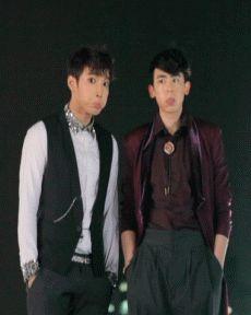 Minjun & Nichkhun doing... something cute lol (gif)