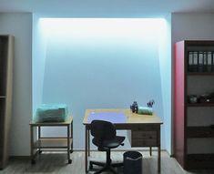 Licht im Keller - KNECHT Fertigkeller Bungalow, Office Desk, Corner Desk, Beautiful Homes, Table, Furniture, Design, Skylights, Home Decor