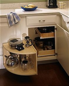 Diamond Lowes | Organization Cabinets > Base Corner with Sliding Shelves and Pullouts
