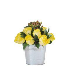 CRAYON - $ 87.000 [12 Rosas Amarillas - Rusco - Hympericus. Balde metalico decorativo - Moño y Tarjeta] Fresco, Vase, Plants, Home Decor, Yellow Roses, Tiles, Friendship, Floral Arrangements, Yellow