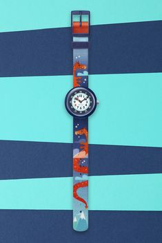 This Swiss children's watch shows you the way at nightfall. DRAGGY is a great gift to inspire your imaginative fire. It makes learning time … Swiss Made Watches, Blue Design, Darkness Falls, Swatch, Bracelet Watch, Dark Blue, Great Gifts, Stylish, Learning Time