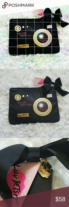 """BETSEY JOHNSON BAG  NWT BETSEY BAG this bag THIS IS VERY VERSATILE it can be used many ways make up bag toiletries bag what ever way you want COLOR is BLACK 12"""" wide 9"""" deep HAS TAGS zipper closure pretty bow and gold heart details make this make so cute Betsey Johnson Bags Cosmetic Bags & Cases"""
