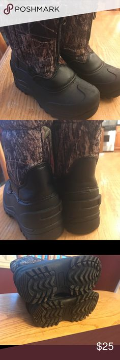 Used once Children's boots Used once, it doesn't fit to my son.. this is so cute and man made! Pittsburgher Shoes Boots