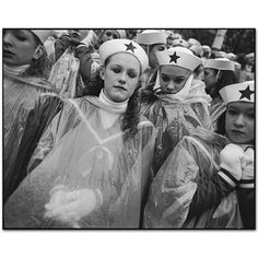 Mary Ellen Mark - Gallery - New York Street - 412V-008-024 Thanksgiving and Santa Manhattan, New York 2005