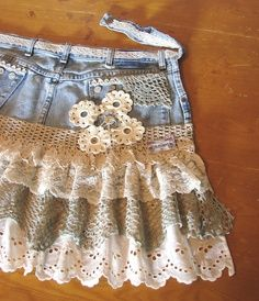 """I don't know why I always love things made with denim and lace - this time crochet too ≈The Country Farm Home: A """"Shabby Chic"""" Apron From Denim Jeans Artisanats Denim, Denim And Lace, Denim Skirts, Jean Skirts, Denim Purse, Lace Jeans, Denim Dresses, Sheath Dresses, Raw Denim"""