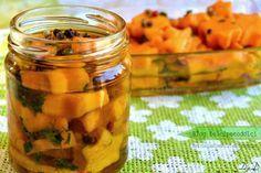 Zucca sott'olio facile da fare con dei semplici stampini per biscotti. Una ricetta per l'inverno, senza cottura, solo un procedimento di salatura e...
