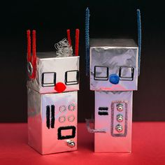 mollymoocrafts.com - Aluminum Foil Robot Craft For Kids