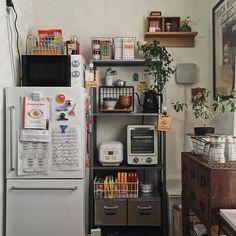 「生活感」は隠さない。食卓を中心にした小さな40㎡の家族の暮らし   goodroom journal Kitchen Interior, Room Interior, Interior Design Living Room, Small Room Decor, Minimalist Room, Home Room Design, Cool Rooms, House Rooms, Cozy House