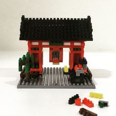 Finally finished building my #Nanoblock of #Kaminarimon Gate, the outer of two large entrance gates at the #Sensoji Temple in #Asakusa. This was difficulty level 4 out of 5 (those of you who know me well will know patience isn't my strongest suit) but I enjoyed every minute of it. #travel #Tokyo #Japan