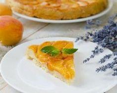 Tarte tatin aux abricots : http://www.cuisineaz.com/recettes/tarte-tatin-aux-abricots-8841.aspx