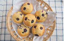 Probeer dit heerlijke recept voor koolhydraatarme muffins met bosbessen en citroen zelf. In een handomdraai op tafel!