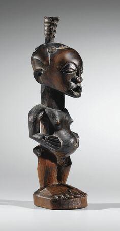 Sotheby's ARTS D'AFRIQUE ET D'OCÉANIE 24 JUNE 2015 | 4:00 PM CEST PARIS Statue, Songye, République Démocratique du Congo Estimate 12,000 — 18,000 haut. 29 cm 11 3/7 in