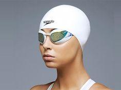 """Les bonnets de bain Speedo des Jeux olympiques sont moulés sur mesure sur le crâne des nageurs. Doublés, l'un est en latex pour l'hydrodynamisme, et l'autre en silicone, moins souple, pour éviter les frottements. Avec les lunettes profilées ils font partie du """"système de gestion capilaire Fastskin 3"""". Ca ne s'invente pas."""