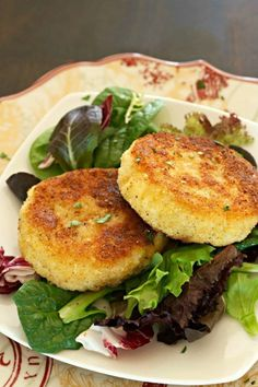 5 ingredients and 10 minutes is all it takes to make these Easy Risotto Cakes!  An economical and tasty way to use up leftover risotto.  Perfect as a vegetarian meal too!  #risottocakes #risottoballs #vegetarianrecipe #rice #tastyeverafter Quick Recipes, Side Dish Recipes, Wine Recipes, Pasta Recipes, Whole Food Recipes, Cooking Recipes, Risotto Cakes, Risotto Dishes, Pasta Dishes