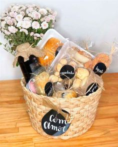 Creative Gift Baskets, Gift Baskets For Men, Creative Gifts, Basket Gift, Friend Birthday Gifts, Birthday Gifts For Boyfriend, Homemade Gifts, Diy Gifts, Breakfast Basket