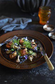 Squid ink pici with scallops, lime butter & shimeji mushrooms… Squid Ink Spaghetti, Squid Ink Pasta, Seafood Recipes, Pasta Recipes, New Recipes, Scallop Pasta, Pasta Ideas, Ravioli Recipe, Calamari