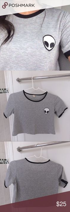 MEDIUM CUTE ALIEN CROP TOP T-SHIRT ー in good conditions ; brand new, not used before ー the alien is not sewed on or embroidered  ー great for summer ! Forever 21 Tops Crop Tops