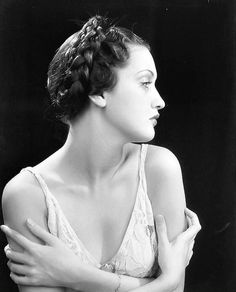 Lover of old hollywood and anything vintage. Old Hollywood Glamour, Golden Age Of Hollywood, Vintage Hollywood, Classic Hollywood, Hollywood Divas, Dorothy Lamour, 1930s Hair, 1940s Hairstyles, 1930s Fashion