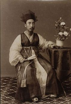 Korea, Studio photography. ca. 1900, Copyright: Linden-Museum Stuttgart