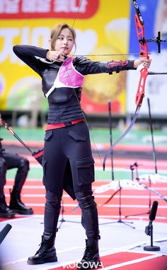 "Photos and behind-the-scenes clips for the Idol Star Athletics Championships – Chuseok Special"" have been revealed on KOCOWA! Female Pose Reference, Pose Reference Photo, Art Reference Poses, Archer Pose, Archery Girl, Korean Girl Fashion, Dynamic Poses, Action Poses, Female Poses"