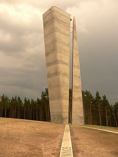 View tower in Nebra, Saxony-Anhalt state, Germany. At a site dedicated to astronomy and archeology. The narrow vertical slit separating the two components along its entire length indicates the hour on the slope. Opened 2007; architects: Holzer & Kobler (Zürich)