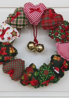Dekoration Weihnachten – Resultado de imagem para guirlanda de natal em tecido The post Dekoration Weihnachten – Resultado de imagem para guirlanda de natal em tecido appeared first on Dekoration. Felt Christmas Decorations, Xmas Wreaths, Diy Christmas Ornaments, Christmas Makes, Noel Christmas, Homemade Christmas, Christmas Ideas, Christmas Sewing Projects, Felt Crafts
