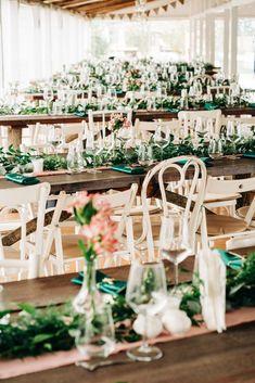 Aranjamente Florale pentru Nunti, buchete, decorațiuni. Calitate și creativitate pentru nunți și botezuri minunate! Suna-ma chiar acum! Floral Wedding, Wedding Flowers, Table Decorations, Bride, Design, Home Decor, Wedding Bride, Decoration Home, Bridal