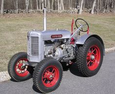 1935 tractors   RESTORATION OF A 1935 SILVERKING TRACTOR