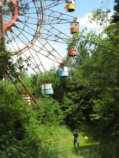 10 Abandoned theme parks around the world-- I would love to take portraits in any of these... it would be so fun!!!