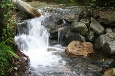 Cascada de agua en el rio.(Vivero)