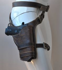 Real leather leg holster dyed by hand contrasting seams buckles, rings and rivets metal in antique brass color The model in photo is for women, on request i can make it for man. Gun not included Lara Croft Cosplay, Real Leather Belt, Leather Belts, Revolver, Custom Leather Holsters, Gun Holster, Leather Projects, Tactical Gear, Leather Craft