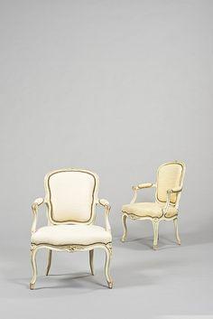 Antiquie French...; Paire de fauteuils en dossier à cabriolet en bois repeint, à décor de feuillages et fleurs Estampille de Saint Georges Époque Louis XV ...