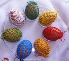 koszulki szydełkowe na jajka wielkanocne - Malwina K. - Webové albumy programu Picasa Thread Crochet, Crochet Motif, Crochet Crafts, Yarn Crafts, Crochet Flowers, Crochet Projects, Crochet Stone, Easter Crochet Patterns, Pineapple Crochet