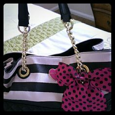 Betsey tote Black & bone white stripe faux leather tote with pink bow. Comfortable drop shoulder straps. Great and fun bag with lots of pockets to put things. Great for traveling & everyday use. Only a few small signs of wear & tear on the edges. 100% Authentic betsey bag! Betsey Johnson Bags Totes