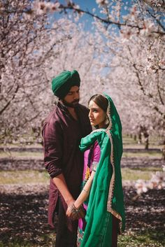 His look. The pose so pretty :') Indian Wedding Couple, Sikh Wedding, Wedding Sutra, Wedding Poses, Wedding Couples, Punjabi Wedding, Wedding Album, Wedding Wear, Wedding Shoot