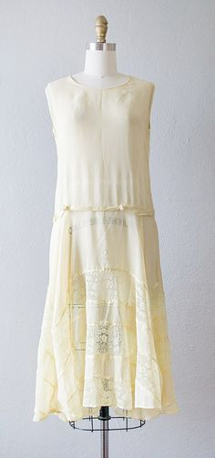vintage 1920s yellow crepe lace dress | #1920s #vintagedress #flapperdress