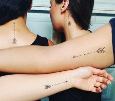 Tatuaje de hermanos Brüder Tattoo # Nachname This image has get. Arrow Tattoos For Women, Small Arrow Tattoos, One Word Tattoos, Dragon Tattoo For Women, Meaning Of Arrow Tattoo, Small Tattoos With Meaning, Diskrete Tattoos, White Tattoos, Ankle Tattoos