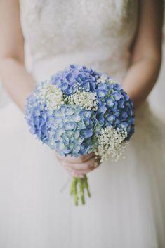 Picking the Perfect Flower Wedding Bouquet Bouquet Azul, Blue Hydrangea Wedding, Hortensia Hydrangea, Hydrangea Bouquet Wedding, Bridal Bouquet Blue, Beach Wedding Bouquets, Bride Bouquets, Blue Wedding, Fall Wedding