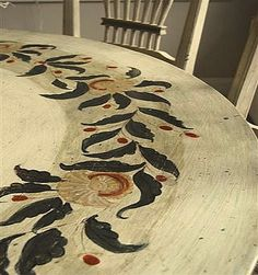 Very pretty garland design on a painted wooden table. I'm not going for the antique look for this project, but this is sweet.