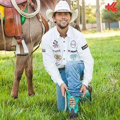 Cavalo Selado, Bota Goyazes no pé e rumo a mais um sonho. O Cavaleiro das Américas está em mais uma jornada com destino ao Fim do Mundo e agora usando o modelo de Bota Exclusivo Goyazes. @filipemasetti Sucesso! #CavaleiroDasAmericas #JourneyAmerica #Goya